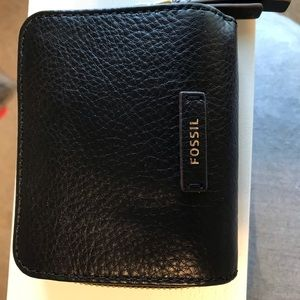 Dark blue Fossil zip up wallet